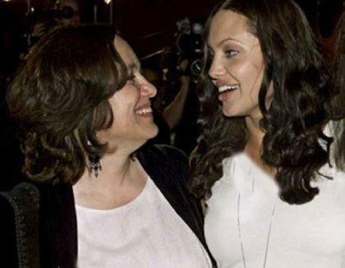 آنجلینا جولی و مادرش