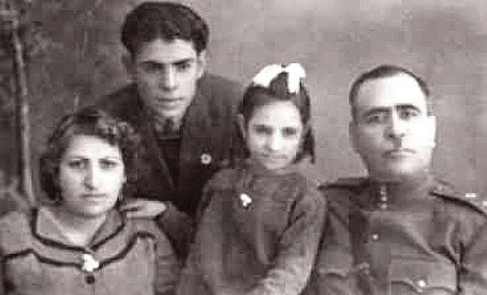 احمد شاملو و پدر و مادرش