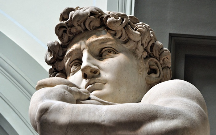 مجسمه داوود اثر میکل آنژ