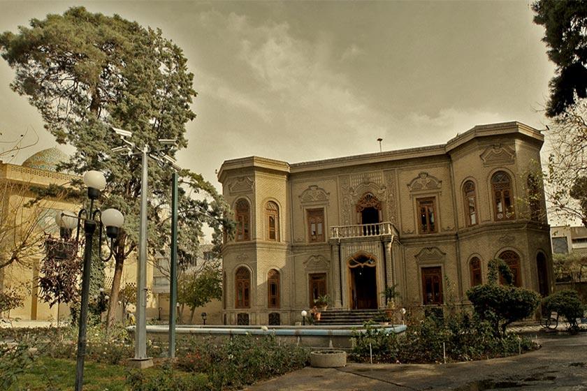 نمای بیرونی موزه آبگینه
