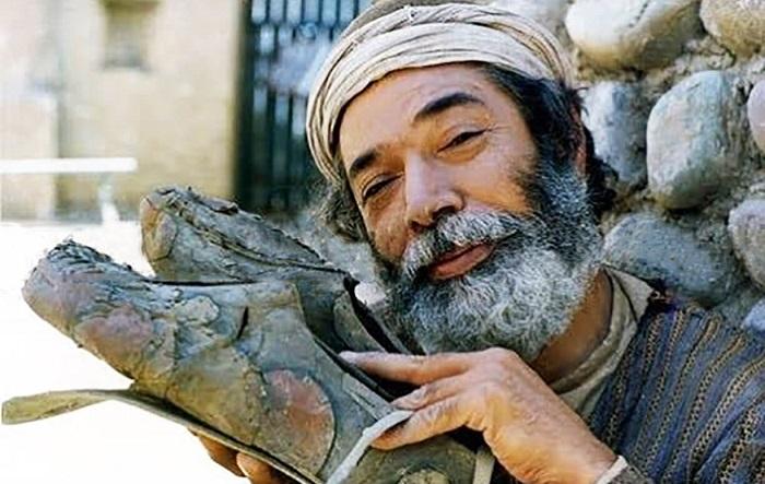 علی نصیریان در فیلم کفشهای میرزانوروز