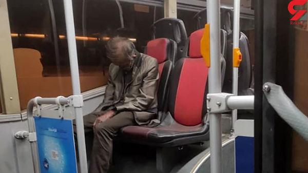 عکس جنازه نشسته یک مرد روی صندلی اتوبوس در تهران