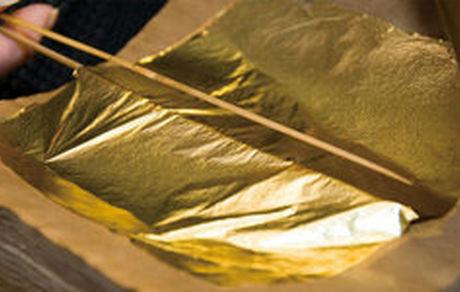 کشف ورق طلا از کت راننده لکسوس