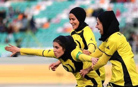 تنها فوتبالیست ایران که پزشکی میخواند+عکس