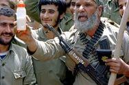 عکس تاریخی از تعارف شیشه شیر به صدام وسط میدانجنگ!