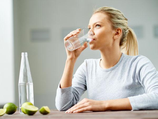 نوشیدن 8 لیوان در روز چه تاثیراتی روی بدن دارد؟