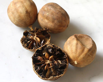 لیمو عمانی داخل غذا را بخوریم یا نخوریم؟
