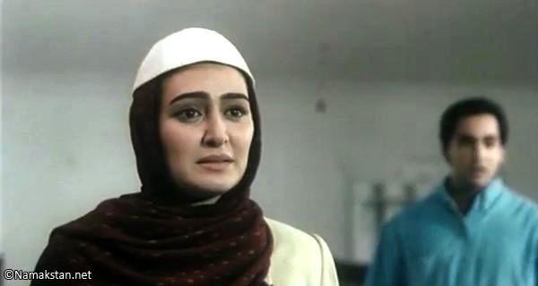 الهام حمیدی در نمایی از فیلم دنیا رد نقش دختر حاجی