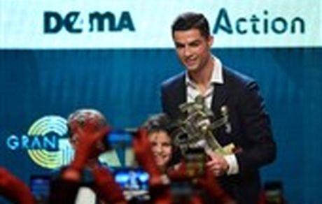 اقدام عجیب رونالدو در مراسم اهدای جوایز بهترینهای سری A