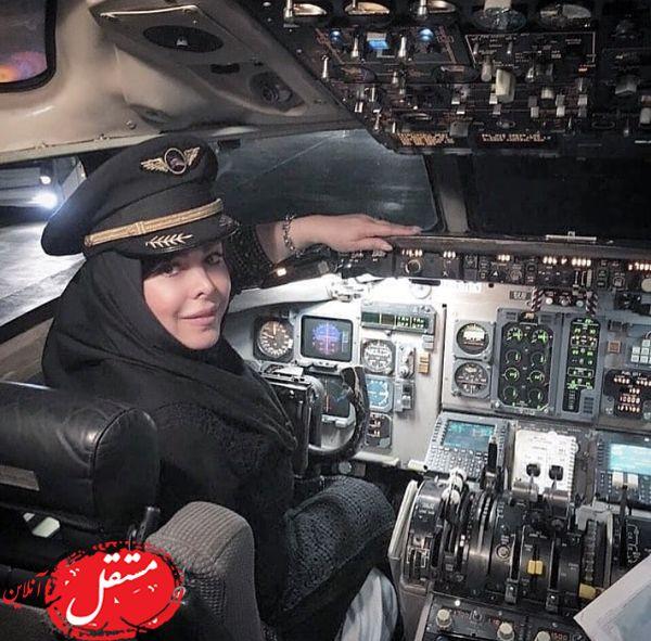 خانم بازیگر در اتاق خلبانی + عکس