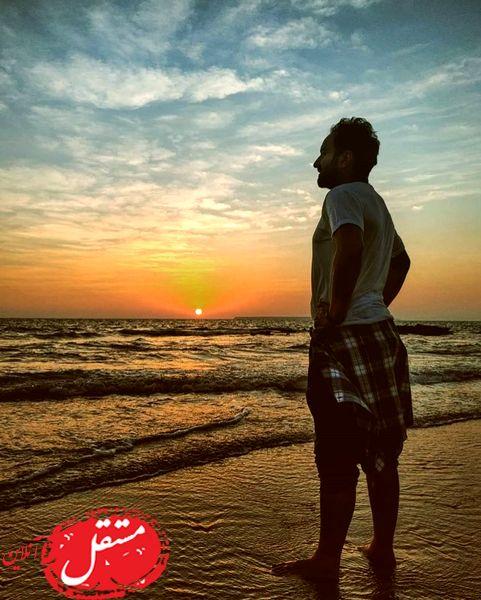 آقای بازیگر در غروب دل انگیز دریا + عکس