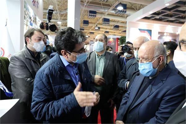 وزیر نفت در غرفه شرکت پتروشیمی جم حضور یافت
