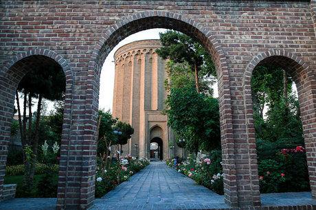 چه بلای سر برج معروف در تهران آمده؟