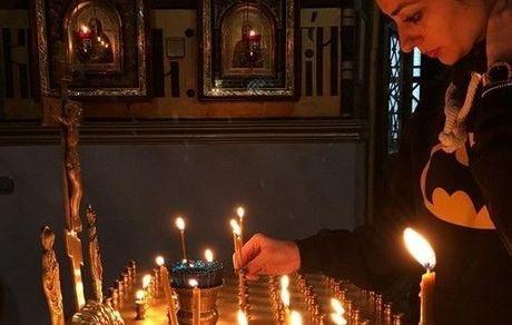 تصویری از شمع روشن کردن نفیسه روشن
