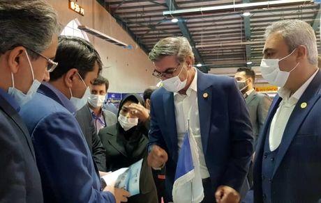 بازدید استاندار یزد از غرفه توانمندیهای ساخت داخل شرکت معدنی و صنعتی چادرملو