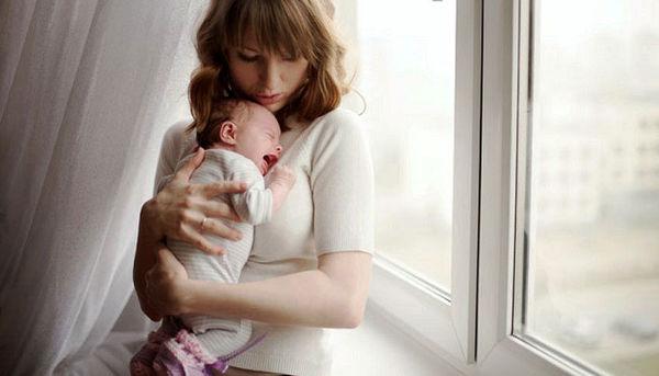 روش های مقابله با بغلی شدن نوزاد + عکس