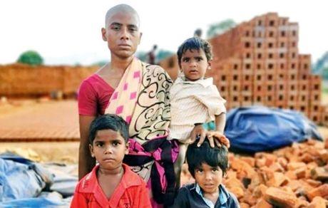 ماجرای زنی که موهایش را برای سیر کردن فرزندانش فروخت