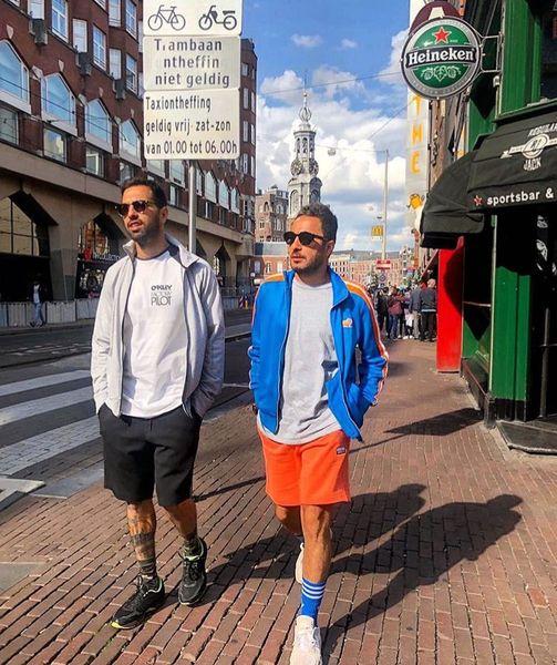 نوید محمدزاده با شلوارک در خیابان های ونیز + عکس