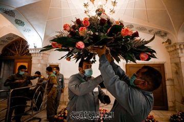 گلآرایی حرم مطهر حضرت علی علیه السلام در آستانه عید غدیر خم