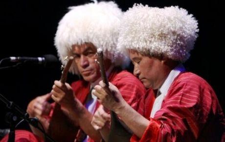 اجرای موسیقی اقوام ایرانی در ایستگاههای مترو تهران