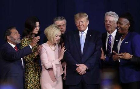مراسم دعا برای ترامپ! +عکس