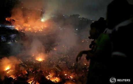 آتش سوزی در زاغه ای در بنگلادش