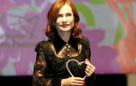 قلب افتخاری جشنواره سارایوو برای «ایزابل هوپر» /  هوپر از اهمیت کارگردان و فیلمنامهنویس در موفقیت یک بازیگر میگوید