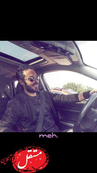 آقای بازیگر در ماشین شخصیش + عکس