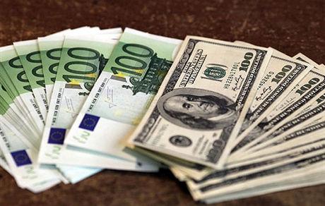 دلار ثابت ماند/ نرخ رسمی یورو کاهش و پوند افزایش یافت