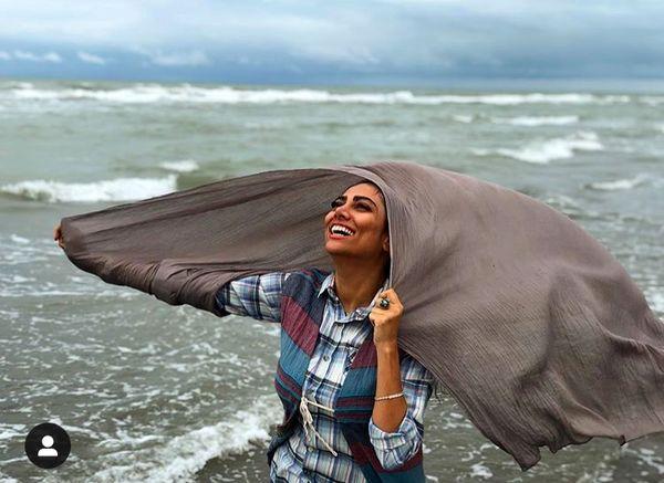 غزل عبدی در دریا + عکس