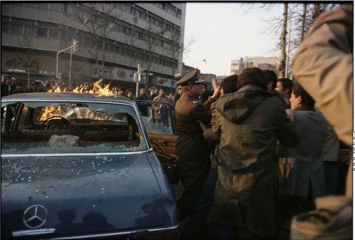 حمله و قتل ژنرال لطیفی، از ارتش ایران، در نزدیکی دانشگاه