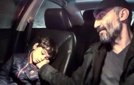 آقای بازیگر و پسرش در ماشینشان + عکس
