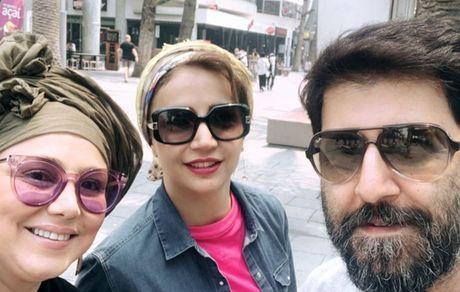 هومن حاجی عبدالهی با خانم های زیبا در خارج از کشور + عکس