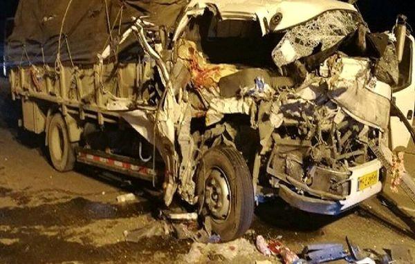 مرگ ۵ عضو یک خانواده در سقوط کامیون به دره   ۲ کودک میان فوتیها