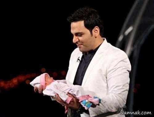 نوزاد در آغوش احسان علیخانی