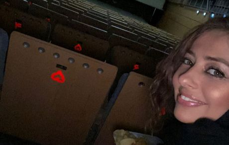 سینما رفتن نیمه شبی خانم بازیگر + عکس