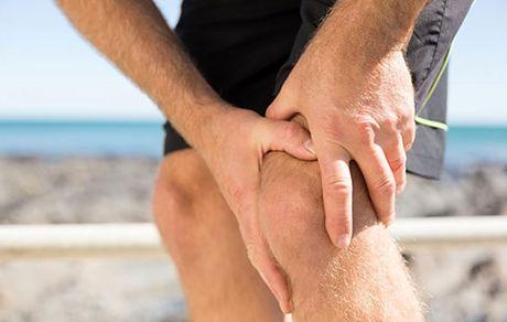 دلایل تق تق زانو بدون درد و با درد +درمان