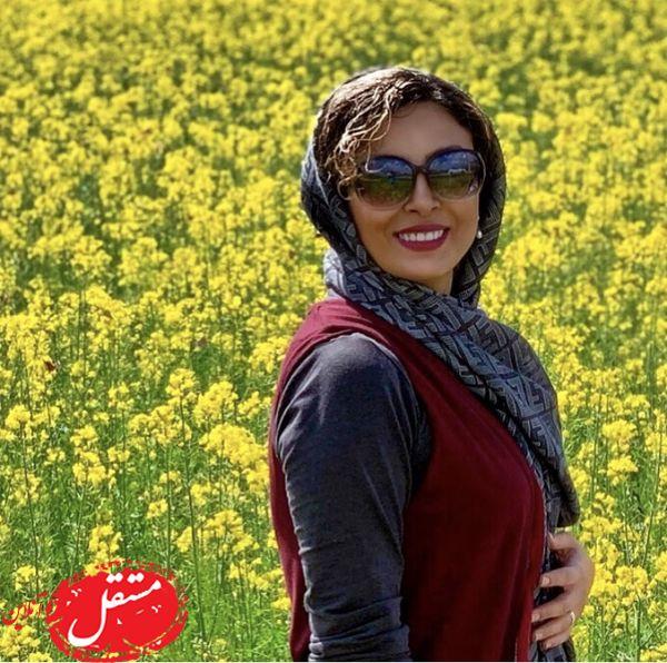 خانم بازیگر در میان گلهای زیبا + عکس