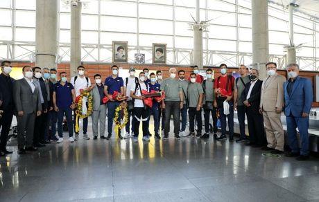 حضور معاونان و مدیران بانک گردشگری در مراسم استقبال مردان والیبال ایران