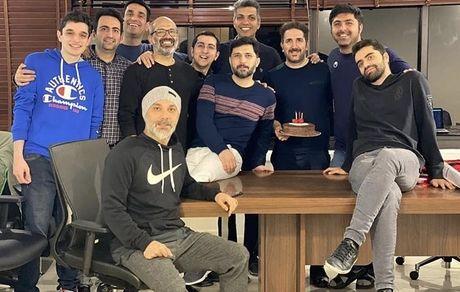 عادل فردوسی پور در میان همکاران جدیدیش + عکس