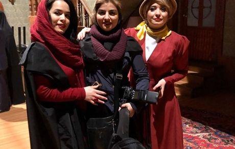 خواهران شریفی نیا در کنار عکاسشان + عکس