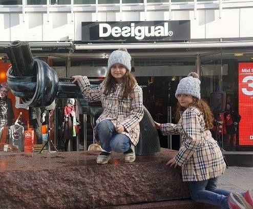 سارا و نیکا پس از ورود به سوئد/تصاویر