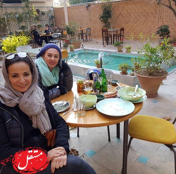 کافه گردی خان بازیگر و دوستش در هوای زیبای پاییزی + عکس