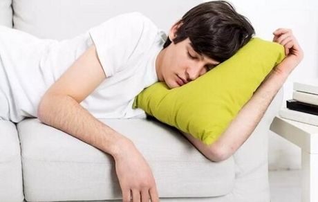 کدام نوشیدنیها به بهبود خواب شبانه کمک میکند