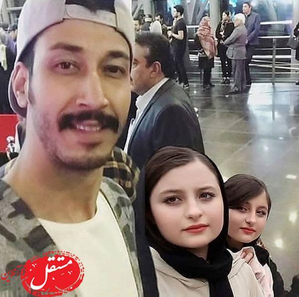 بهرام افشاری با دوقلوهای معروف در یک مراسم + عکس