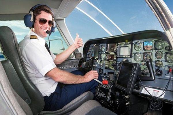 شرایط جسمانی و مدارک مورد نیاز خلبان شدن