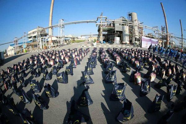 اهدای 300 بسته کمک های مومنانه در هفته دفاع مقدس