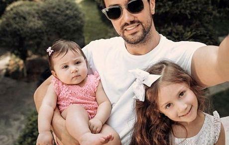 کشتی گرفتن شاهرخ استخری با دخترانش جنجال ساز شد + فیلم