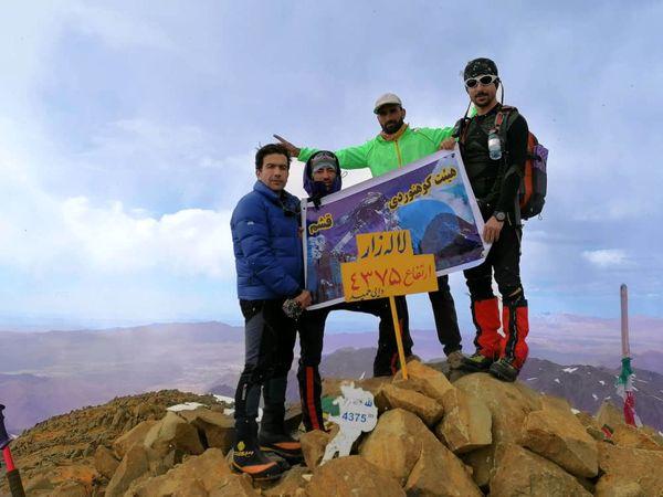 کوهنوردان قشمی به ارتفاعات 4375 متری لاله زار صعود کردند