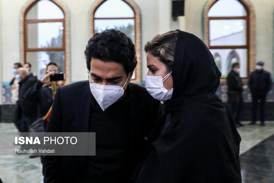 عکس | همایون شجریان و سحر دولتشاهی در مراسم اقامه نماز بر پیکر استاد شجریان - همشهری آنلاین